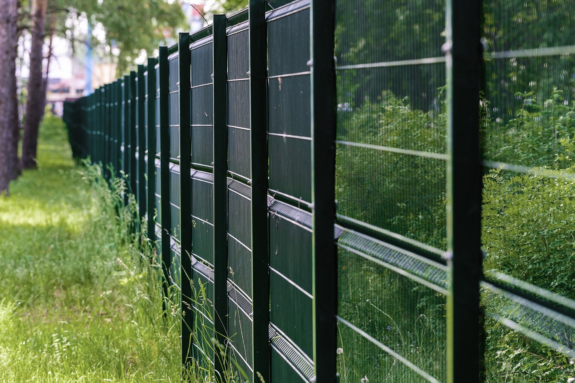 garden-fence-residential-chain-link-fencing-Quality-Chain-Link-Fencing-Vernon-Kelowna